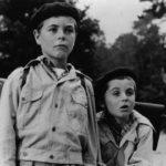 """photo tiree du film la Guerre des Boutons, de Yves Robert. Avec Martin et Francois Lartigue, """"p'tit et grand Gibus""""."""