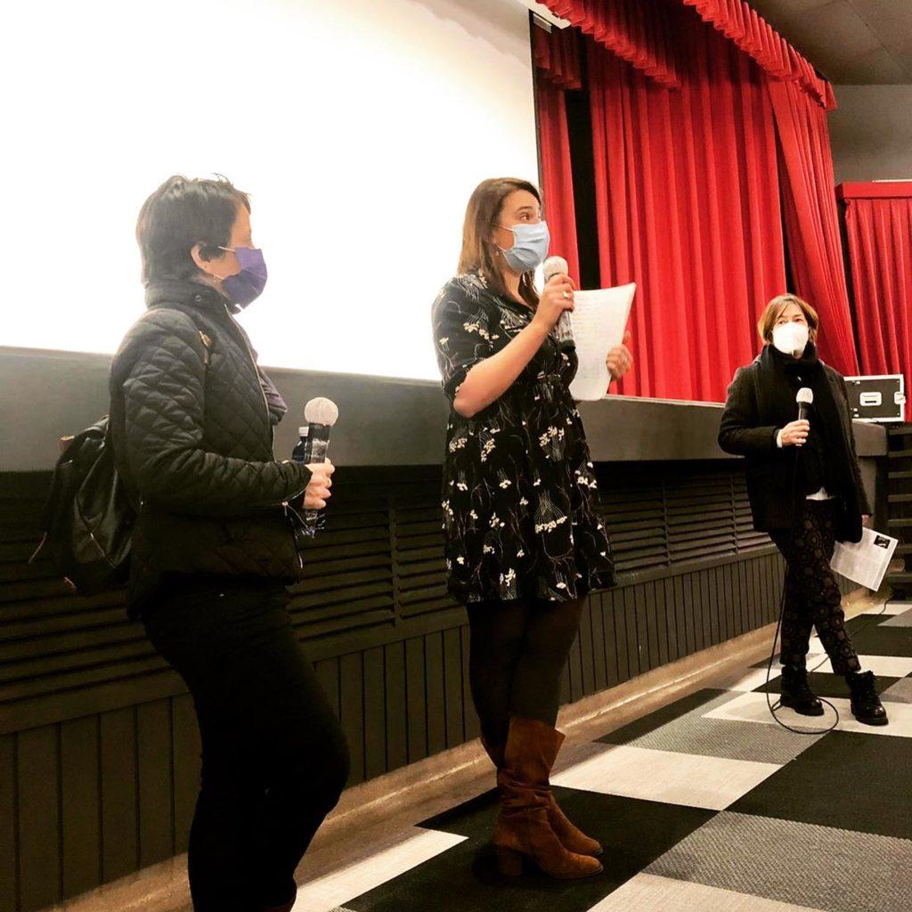 De la izquierda a la derecha : Maya Amrane, miembra de la asociación Mujeres del Mundo , Margot Le Peltier, Encargada de la comunicación y de la coordinación cultural en el Institut Francais ; Txaro Landa, presidente de Cineclub Fas