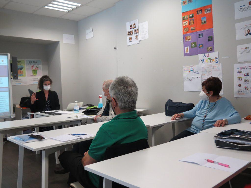 Callisto McNulty con los alumnos del Institut français