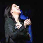Chanson française par Paloma Berganza, acompañada por el guitarrista Pájaro Juárez