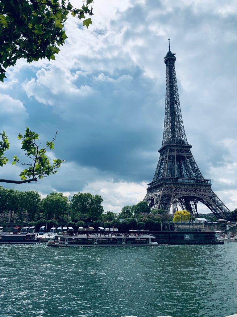 Torre Eiffel en París- aswathy