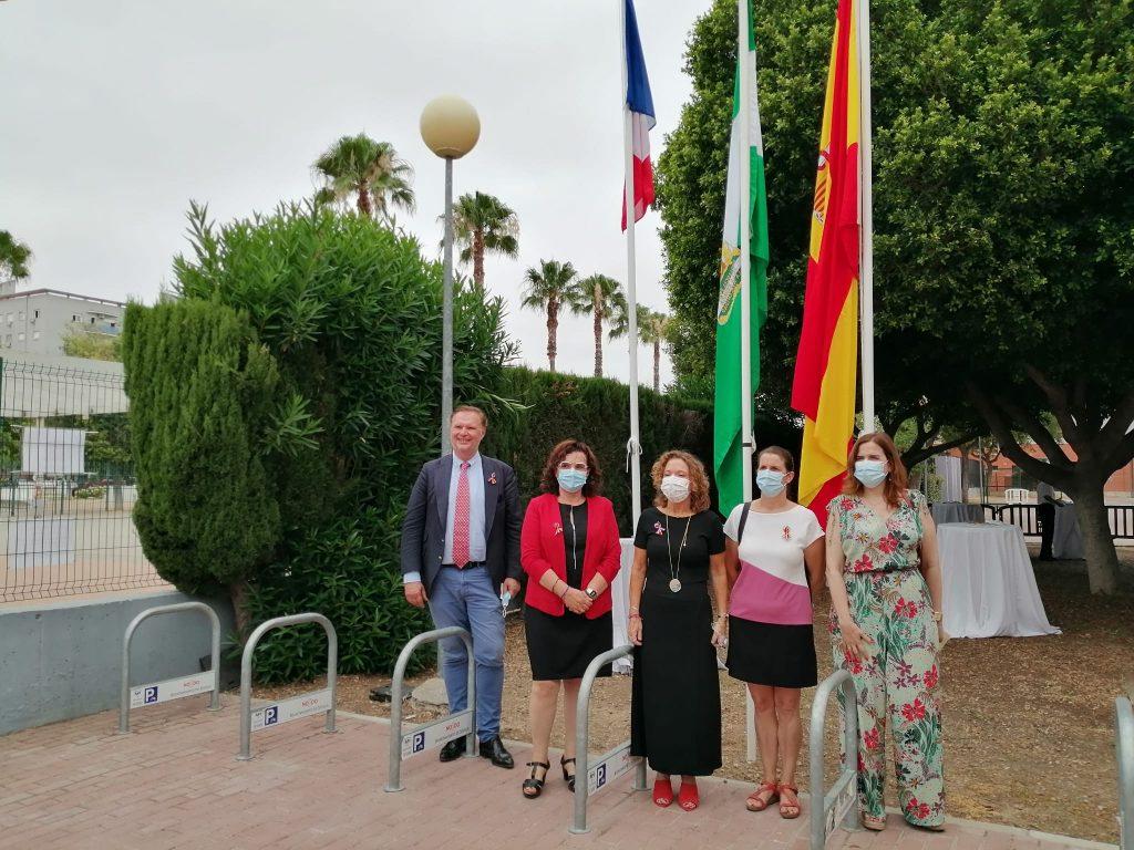 Asistieron al acto oficial la Delegada territorial de Educación y Deporte de Sevilla, María José Eslava, la Agregada de Cooperación para el francés en el sur de España, Julie Morel y el Cónsul honorario de Francia para Andalucía Occidental, Christophe Sougey.