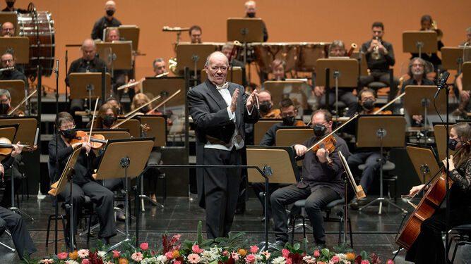 Marc Soustrot con la ROSS en el Concierto de Año Nuevo de 2021. / GUILLERMO MENDO